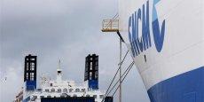 La SNCM est engagée dans un plan de redressement prévoyant un renouvellement de la flotte, une augmentation du temps de travail et une réduction d'environ 500 postes sur 2.600. REUTERS.