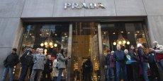 La styliste Miuccia Prada, son mari Patrizio Bertelli ainsi que ses frères et sœurs contrôlent le groupe centré sur la marque Prada.