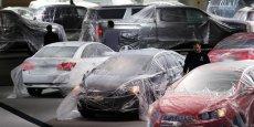 Les Américains consomment et achètent des voitures. Ici au salon de Detroit