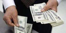 Le dollar cartonne face aux autres devises. L'euro de son coté redonne du terrain face à l'ensemble des devises à l'exception du franc suisse, contre qui il grappille 0,14%, à 1,2360... | REUTERS