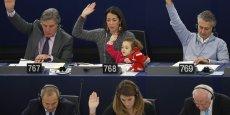L'Italienne Licia Ronzulli, membre du parti populaire européen (PPE) et sa fille en 2012 au Parlement à Bruxelles