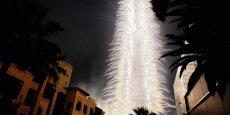 479.651 feux d'artifice ont éclairé le ciel de Dubaï pendant six minutes, et fait scintillé la Burj Khalifa, la plus haute tour du monde.