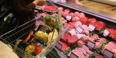 Pour les achats alimentaires, plus de 72% des dépenses des Français sont réalisées en grande surface, dont près d'un tiers en hypermarché et un tiers en supermarché.