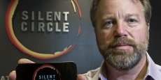 Mike Janke, PDG et cofondateur de Silent Circle, présente le Blackphone, un smartphone chiffré conçu avec la start-up espagnole Geeksphone pour protéger les données personnelles des utilisateurs./ DR