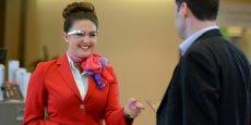 Les lunettes à réalité augmentées doivent permettre au personnel de Virgin Atlantic d'accueillir les passagers de première classe de la façon la plus personnalisée possible. (Photo Virgin Atlantic)