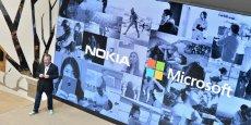 Stephen Elop, directeur général de Nokia, et ancien de Microsoft, a dévoilé lundi au Mobile World Congress de Barcelone les premiers téléphones du groupe sous Android.
