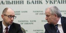 Parmi les mesures proposées par l'actuel Premier ministre par intérim Arseni Iatseniouk (à g.) figure une hausse de taxe pour les Ukrainiens les plus riches.