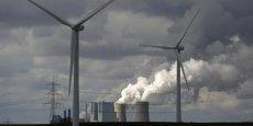 Greenflex combine trois expertises: l'accompagnement des entreprises dans l'établissement de leurs diagnostics et stratégies de performance environnementale, l'intelligence des données informatiques collectées (notamment concernant la réputation des marques) et l'aide dans la recherche de financements au profit de la transition énergétique.