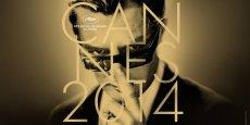 Vous êtes mon cinéma ! Confiant, enjoué, Lambert Wilson donne le ton aux invités de la Cérémonie d'ouverture du 67e Festival de Cannes. / DR