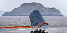 Le Sewol a combré à une vingtaine de km des côtes. Seule la quille du ferry est hors de l'eau