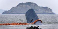Les plongeurs ont retrouvé des dizaines de jeunes, équipés de gilets de sauvetage, noyés dans l'épave du ferry.  (Photo : Reuters)