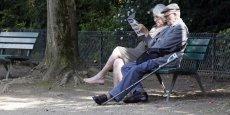 La pension moyenne de droit direct des retraités atteint 1.376 euros brut mensuels et 555.000 personnes bénéficient du minimum vieillesse.