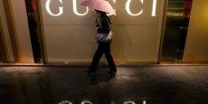 Sous la pression des mauvais effets de change, mais aussi du ralentissement de la marque phare du groupe, Gucci, la marge opérationnelle du groupe cède 90 points de base, à 17,1%. (Photo: Reuters)