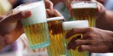 La législation autorisait encore la consommation de certains alcools sur le lieu de travail (photo : Reuters)