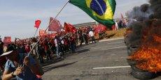 Manifestants dans les rues de Rio de Janeiro. Des mouvements de protestation qui pourraient toucher d'autres pays émergents en cas de ralentissement inflationniste. / Reuters