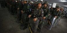 Déclarer la loi martiale n'est pas un coup d'État, mais vise à restaurer la paix et l'ordre public, ont voulu rassurer les militaires, face à l'inquiétude généralisée.