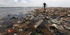 Les 269.000 tonnes de morceaux de plastiques qui envahissent les océans impactent toute la chaîne alimentaire, pointe une étude.