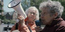 « Mamie fait de la résistance », le road trip engagé. Armées de leur esprit critique et de leur culot, deux grands-mères traversent les États-Unis pour comprendre les tenants et les aboutissants de la crise financière. / Arte