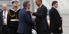 Barack Obama a été reçu par son homologue polonais Bronislav Komorowski à l'aéroport de Varsovie. (Photo : Reuters)