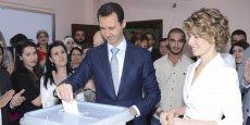 Bachar al-Assad, une élection en trompe l'oeil ? Le président Syrien votait, hier à Damas, pour sa propre réélection, en compagnie de sa femme Asma.  / Reuters