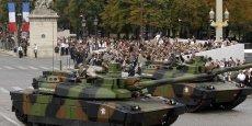 Les chars Leclerc qui défilent sur les Champs-Elysées, vont rejoindre la future société commune franco-allemande formée par Nexter et Krauss-Maffei Wegmann