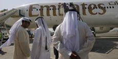 La compagnie, contrôlée par le gouvernement de l'émirat de Dubaï, l'un des sept de la fédération des Emirats arabes unis, est le plus gros opérateur d'avions géants Airbus A380 et de Boeing 777.