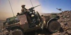 Dans le Sahel, l'opération Barkhane regroupe 3.000 militaires, une vingtaine d'hélicoptères, 200 véhicules de logistique, 200 blindés, 6 avions de chasse, 3 drones et une dizaine d'avions de transport
