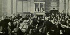 Le traité de Saint-Germain-en-Laye, signé le 10 septembre 1919, établit la paix entre les alliés et l'Autriche, et consacre l'effondrement de la monarchie austro-hongroise.