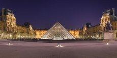 Lors de son inauguration en 1989, la pyramide du Louvre, située au centre de la cour Napoléon, alimenta bien des controverses. Aujourd'hui, on peut aussi la regarder comme le geste architectural annonciateur de l'alliance nouvelle entre la culture patrimoniale et la technologie contemporaine.