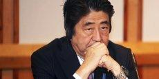 Cinq ministres du gouvernement de Shinzo Abe se trouvent sur la sellette sur fond d'accusations de corruption.