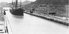 Le navire américain SS Ancon devient le premier à passer de l'atlantique au pacifique via le canal de Panama. Une révolution pour le commerce international.