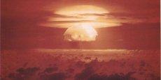 L'explosion de Castle Bravo sur l'atoll de Bikini, la bombe H la plus puissante jamais testée par les États-Unis.