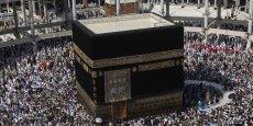 Un pèlerin venu de l'étranger dépense en moyenne 3.511 euros (17.381 riyals) et celui de l'intérieur du royaume 1000 euros (4.948 riyals), selon une étude de la Chambre de commerce de La Mecque publiée lundi 25 août.