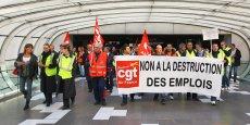 200 membres du personnel au sol d'Air France ont manifesté leur colère ce midi. © photo Rémi Benoit
