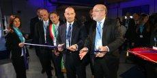 De droite à gauche : Elisio Prette (Président Directeur Général de Thales Alenia Space Italie), Jean-Loïc Galle (Président Directeur Général de Thales Alenia Space) et Massimo Cialente (Maire de L'Aquila)