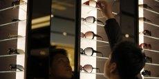 Des mesures envisagées par Bercy divisent opticiens et ophtalmologues.