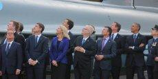 La photo de François Hollande regardant ailleurs, semblant comme absent au Sommet de l'Otan, a fait le tour des réseaux sociaux