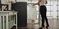 Tant par son design -recherché- que par son prix -onéreux pour une machine qui ne lave qu'un vêtement à la fois-, la Swash vise une clientèle aisée.