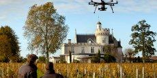 Dans le Bordelais, les vignobles Bernard Magrez ont investi 50.000 € dans l'achat d'un drone chargé de cartographier et analyser le vignoble. Un des exemples multiples d'application de drones