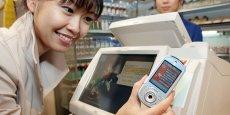 Le 16 juin 2004, l'opérateur mobile numéro 1 au Japon NTT DoCoMo lance auprès de ses 46,4 millions d'abonnés son service Osafu-Keitai, littéralement portefeuille mobile.