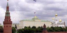 Dans l'après-midi, le président russe Vladimir Poutine s'est moqué des États-Unis et de l'Europe, estimant que les sanctions décrétées contre la Russie n'étaient que peu efficaces.