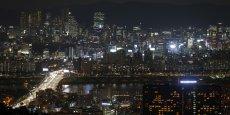Le quartier de Gangnam à Séoul vu de nuit fait l'objet de toutes les convoitises.