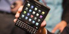 Lancé en septembre, le Passport de BlackBerry est en fait une phablette avec un clavier physique et un écran tactile carré de 11,5 cm.