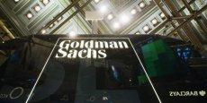 La banque a été surnommée Gouvernement Sachs en tant que passerelle entre le gouvernement et le secteur bancaire. Plusieurs de ses employaient travaiellaient en effet auparavant dans des organismes gouvernementaux, dont la Fed et le Trésor.