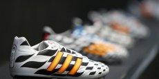 Adidas s'était offert Reebok en 2005 pour 3 milliards d'euros, avec l'ambition de créer un groupe qui pourrait concurrencer Nike dans le domaine des articles de sport.