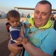 Alan Henning, chauffeur de taxi à Salford dans le nord de l'Angleterre, avait été enlevé par des hommes armés qui avaient intercepté le convoi humanitaire dans lequel il se trouvait