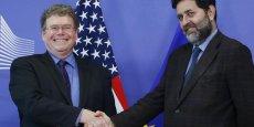 Dan Mullaney (à gauche) et Ignacio Garcia Bercero (à droite). Notre approche exclut tout engagement (qui pourrait affecter, ndlr) les services publics, a renchéri le négociateur européen lors d'une conférence de presse à Washington, rapporte l'AFP.