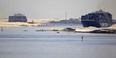L'agrandissement du canal de Suez permettra de réduire l'attente des cargos et de multiplier les passages. 80 % du financement - 64 milliards de livres égyptiennes, soit 7,5 Mds € - auraient été souscrits par des particuliers.