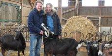 Cédric Vincent et Cécile Raous ont pu s'installer il y a un an dans la chèvrerie de la Tuilerie, en Normandie, grâce au soutien de Terre de Liens.
