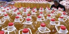 L'huile domestique usagée est à l'origine de multiples scandales sanitaires en Chine. Récupérée -comme d'autres déchets- à la sortie des restaurants, elle est fréquemment revendue à prix cassés et réutilisée.